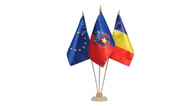 Steag  Triplu Pentru Birou  Produs Oficial ''sub licenta'' Steaua Bucuresti